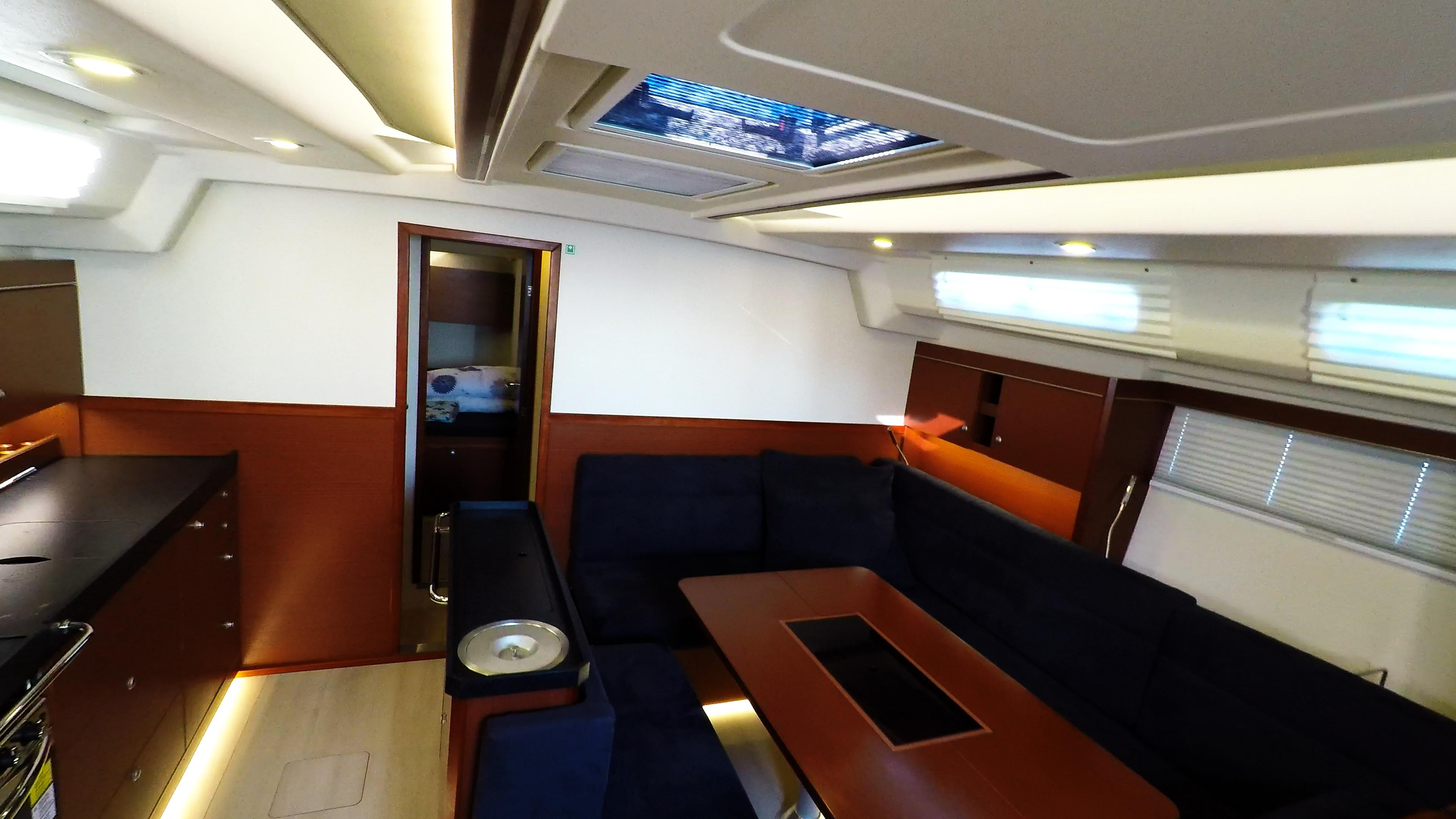 barcha a vela salone yacht a vela Hanse 505 interno cambusa