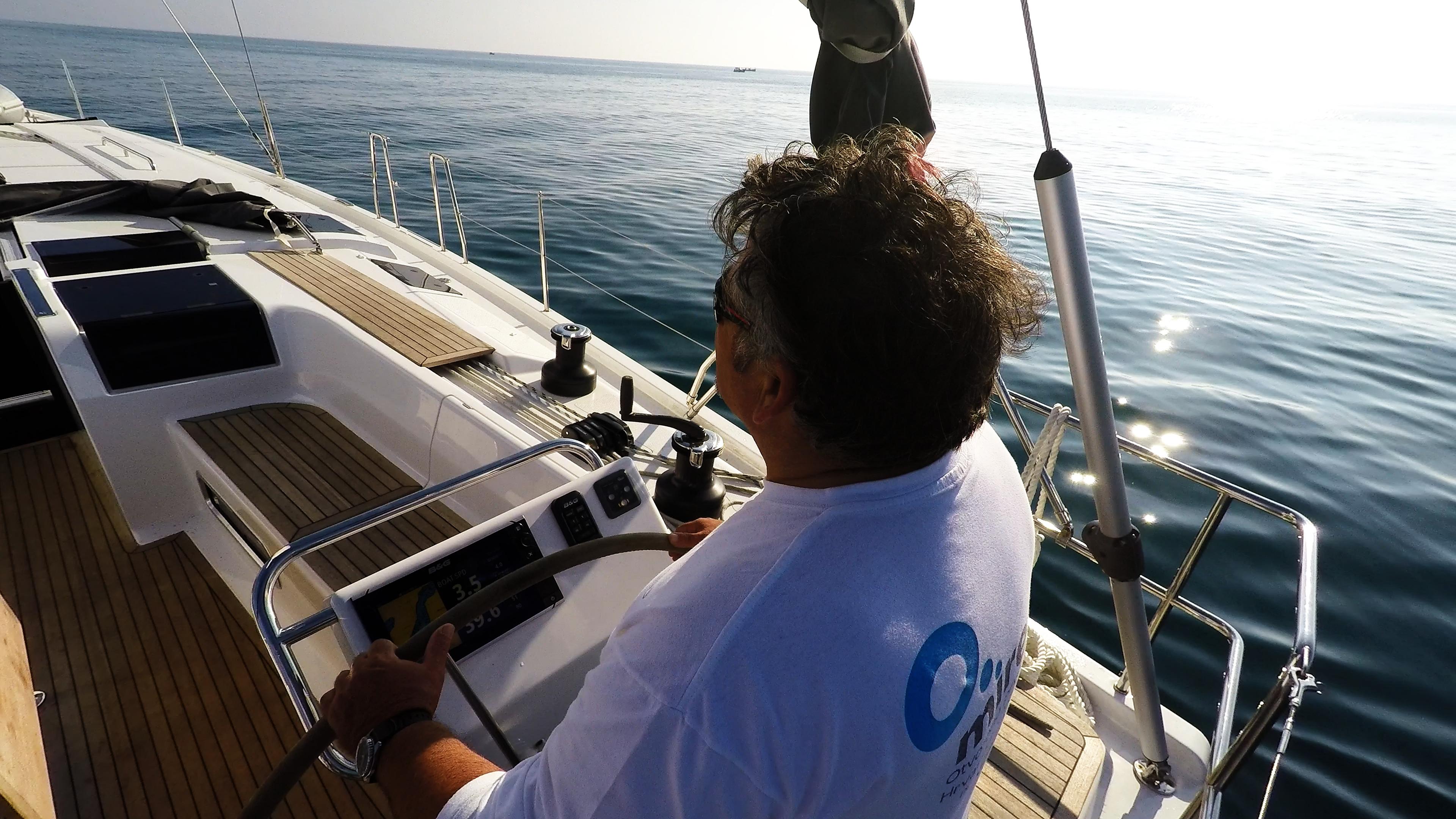 barcha a vela skipper timone ruota barca a vela Hanse 505 sole mare pozzetto
