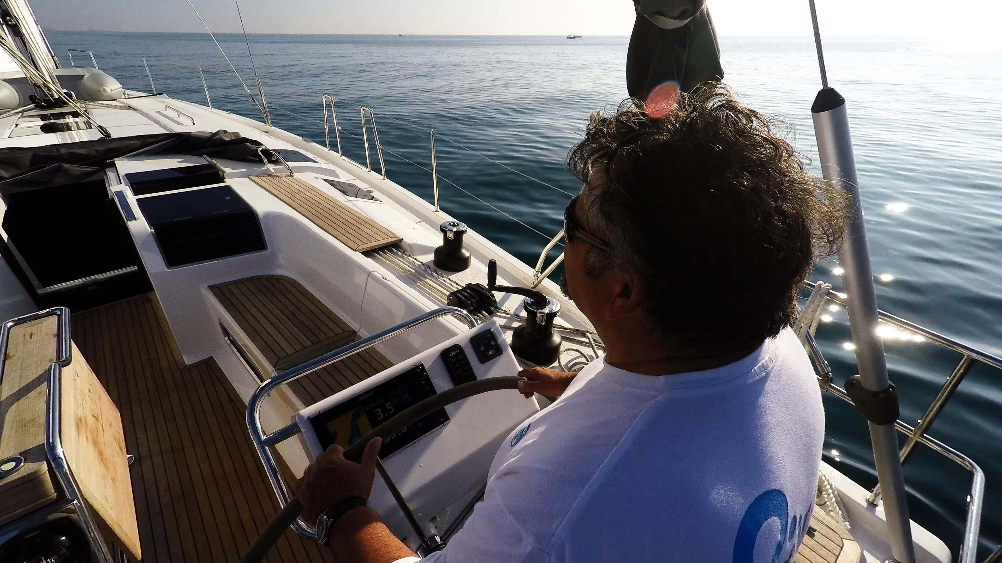 barcha a vela skipper timone ruota yacht a vela Hanse 505 pozzetto teak sole mare blu