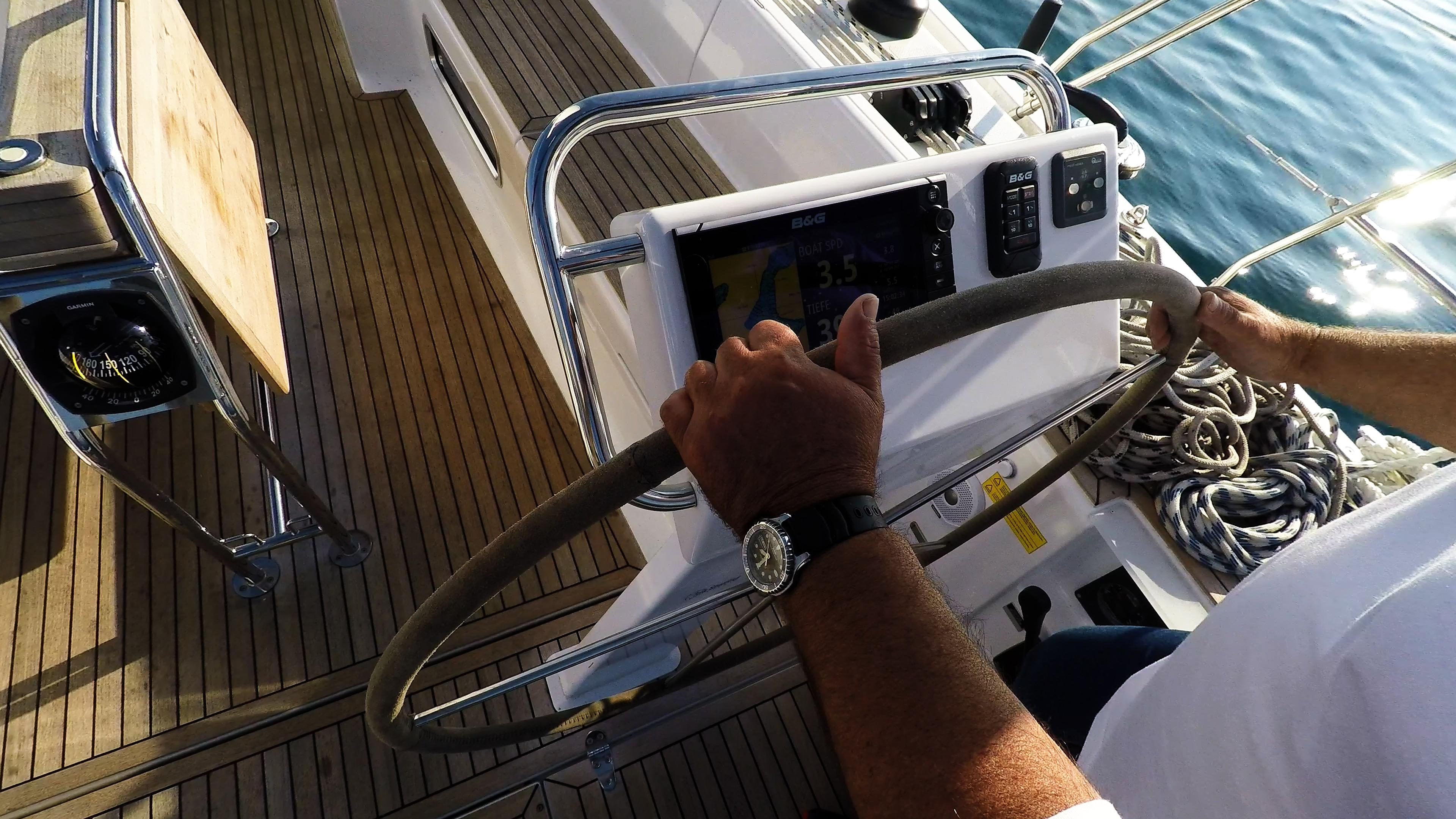 barcha a vela timone ruota strumenti teak pozzetto yacht a vela Hanse 505