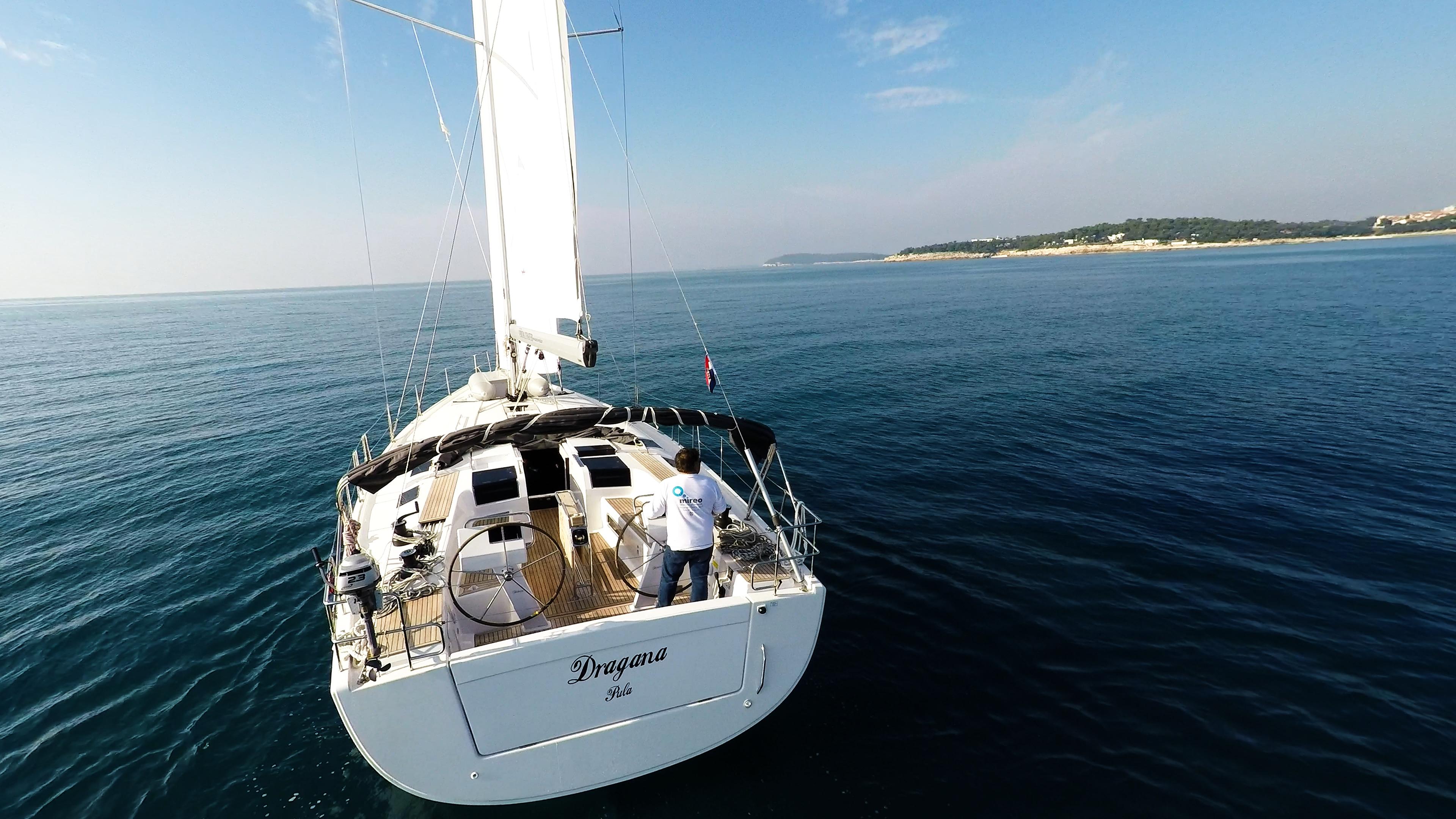 barcha a vela poppa yacht a vela Hanse 505 barca mare