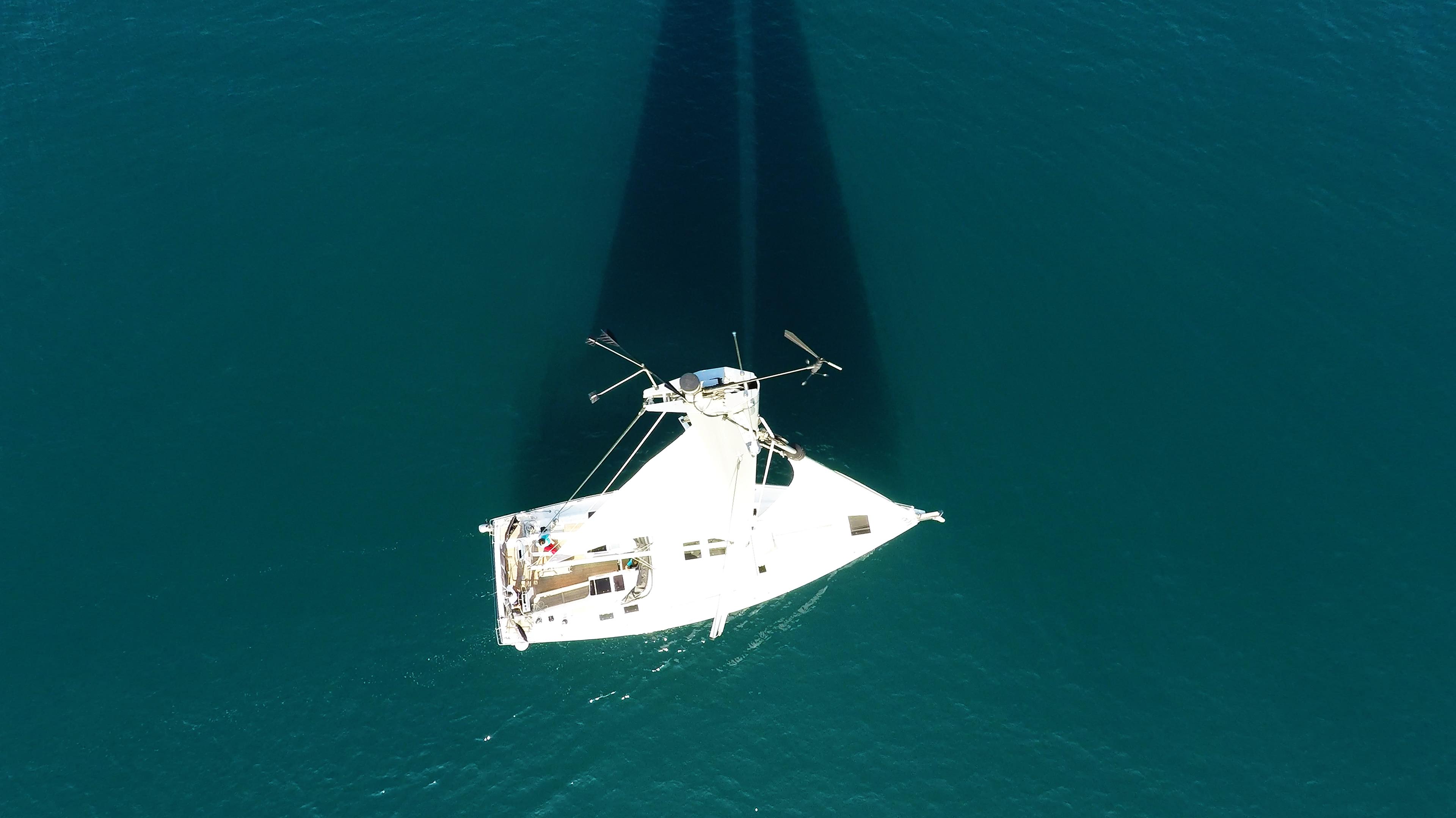 barcha a vela indicatore del vento cima dell'albero coperta per yacht a vela mare vele barca