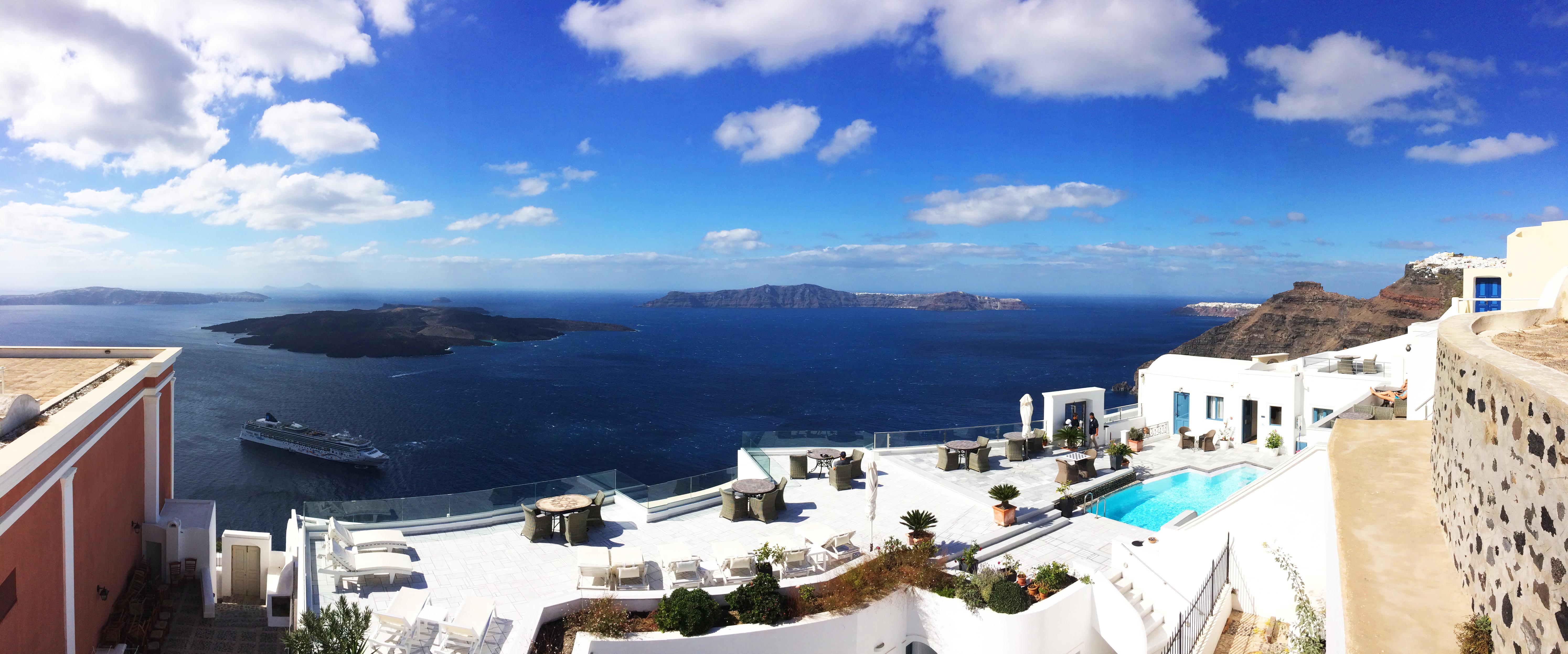 villa piscina Santorini Grecia panorama isole mare
